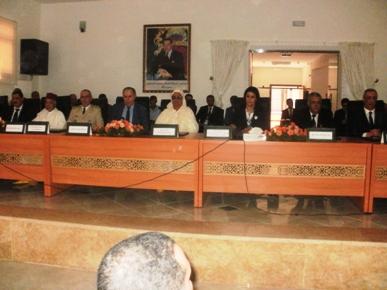 فاطنة الكيحل كاتبة الدولة لدى وزير إعداد التراب الوطني تشرف على تنصيب عامل إقليم الرحامنة.