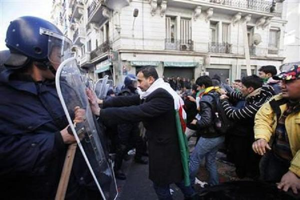 المعارضة الجزائرية تقرر المضي في الاحتجاج رغم وعود بوتفليقة