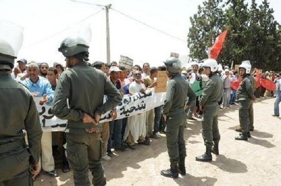 حوالي 5000 فلاحا بالعطاوية ينظمون مسيرة احتجاجية في اتجاه مراكش