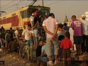 أبناء متقاعدي الفوسفاط يعودون للاعتصام أمام القطار باليوسفية ويهددون بتفكيك السكة