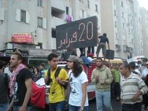 """""""الشعب يريد إسقاط النظام"""" يرفع لأول مرة في جمع عام 20 فبراير بالبيضاء وتشابك بين المستقلين والمتحزبين"""