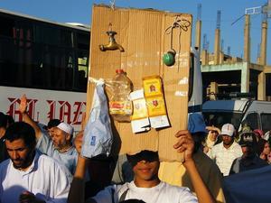 في اليوم العالمي للتظاهر رجال الأمن يمنعون 20 فبراير بسطات من الدخول إلى حي سيدي عبد الكريم