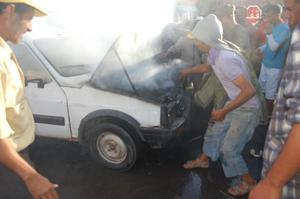 حريق مفاجئ لسيارة بموقف السيارات بابن جرير