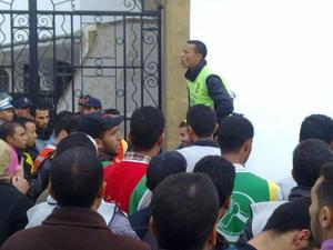 الأطر العليا المعطلة تعتصم أمام مقر حزب بنكيران
