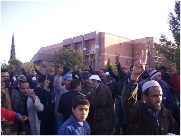 تدخل أمني في ابن جرير لثني عمال السميسي عن اعتصامهم