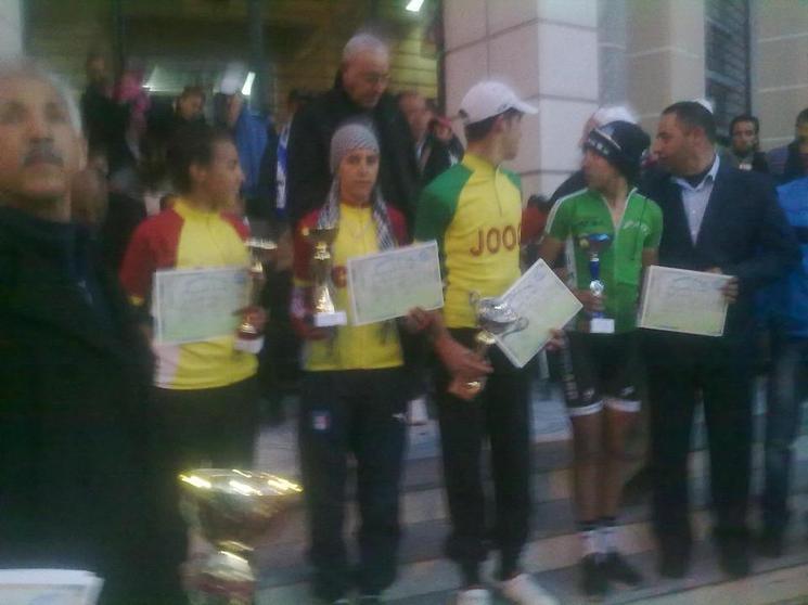 فريق الإناث لنادي شباب الرحامنة للدراجات يتألقن في السباق الوطني بمدينة بني ملال