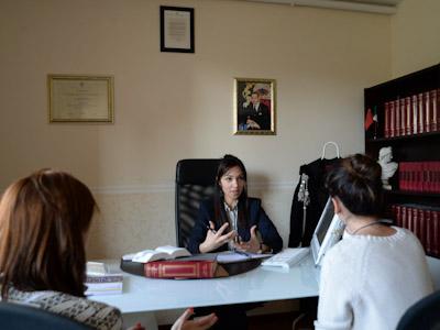 المحامية كوثر بدران ، الوحيدة على لائحة دعم الجالية المغربية بإيطاليا مجانا في زمن كورونا.