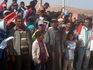 اليوسفية: سكان دواوير نائية يحتجون للمطالبة بالماء والكهرباء وفك العزلة