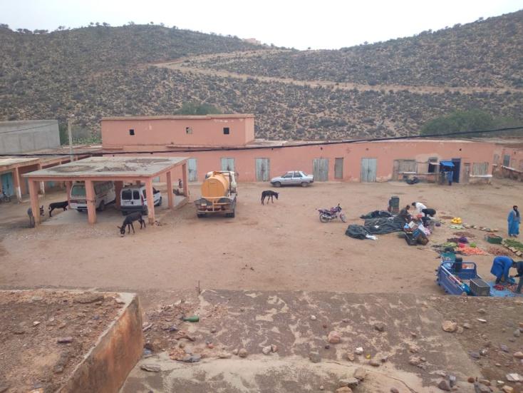 السوق الاسبوعي لجماعة تنگرفا- اقليم سيدي افني- تحول الى مكان اواء الحمير