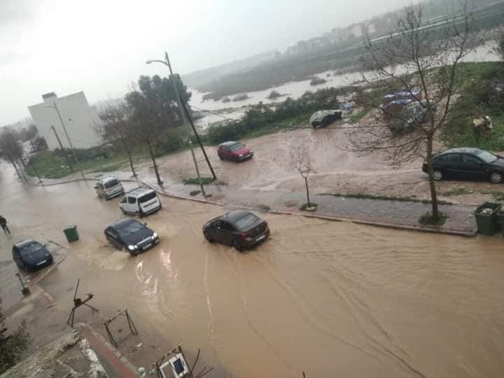 أمطار غزيرة تغرق شوارع مدينة تطوان وتخلف أضرارا كبيرة