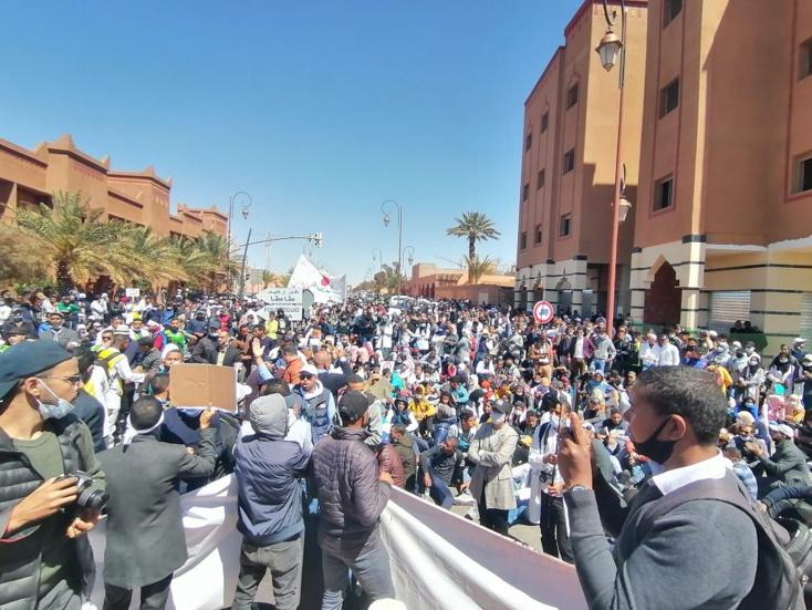 مسيرات ووقفات احتجاجية.. أساتذة التعاقد يجوبون الشوارع تنديدا بقمعهم ومطالبين بإدماجهم