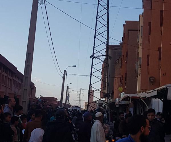 خيوط الأعمدة الكهربائية ذات الضغط المرتفع تحدث هلعا لدى ساكنة حي القدس بابن جرير