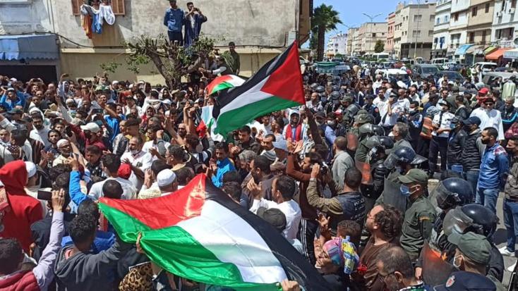 احتجاجات بمدن مغربية تضامنا مع غزة ومتظاهرون يطالبون بطرد ممثل إسرائيل