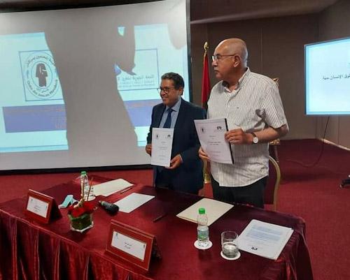الاجتماع الدوري الثاني العادي للجنة الجهوية لحقوق الانسان مراكش اسفي يصادق اجماع الحاضرين والحاضرات،مع توقيع اتفاقية شراكة بين اللجنة الجهوية وهيئة المحامين بمراكش.