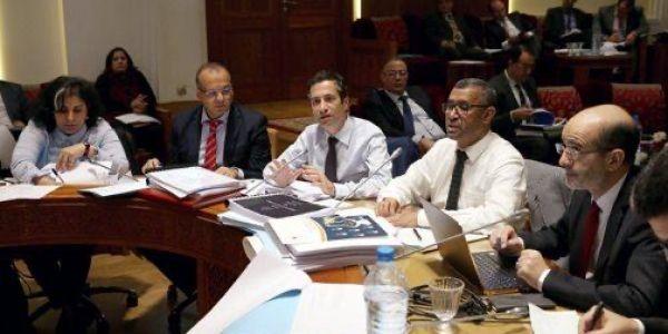 قٌبيل نهاية ولايته.. لجنة برلمانية تصادق على مقترح قانون يقضي بتوزيع 12 مليار سنتيم على المستشارين
