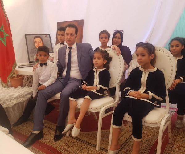 نزلاء مركز إيواء الأطفال المتخلى عنهم بالرحامنة يكرمون قاضي الأحداث بابتدائية ابن جرير الأستاذ أحمد بوطرف