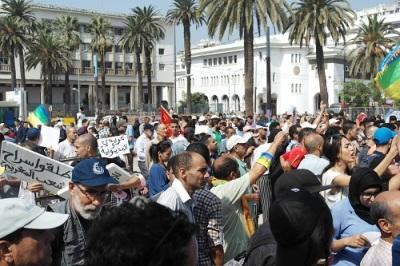 مسيرة الدار البيضاء تجمع على ضرورة إطلاق سراح كافة المعتقلين السياسيين