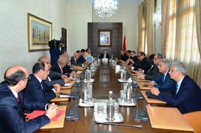 رئيس الحكومة يعقد اجتماعا مع الأمناء العامين للأحزاب السياسية الممثلة في البرلمان