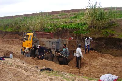 مقالع الرمال بإقليم الرحامنة ...استغلال بشع وتلويث للبيئة.