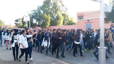 مسيرات احتجاجية للتلاميذ بابن جرير تندد بالتوقيت الدراسي الجديد