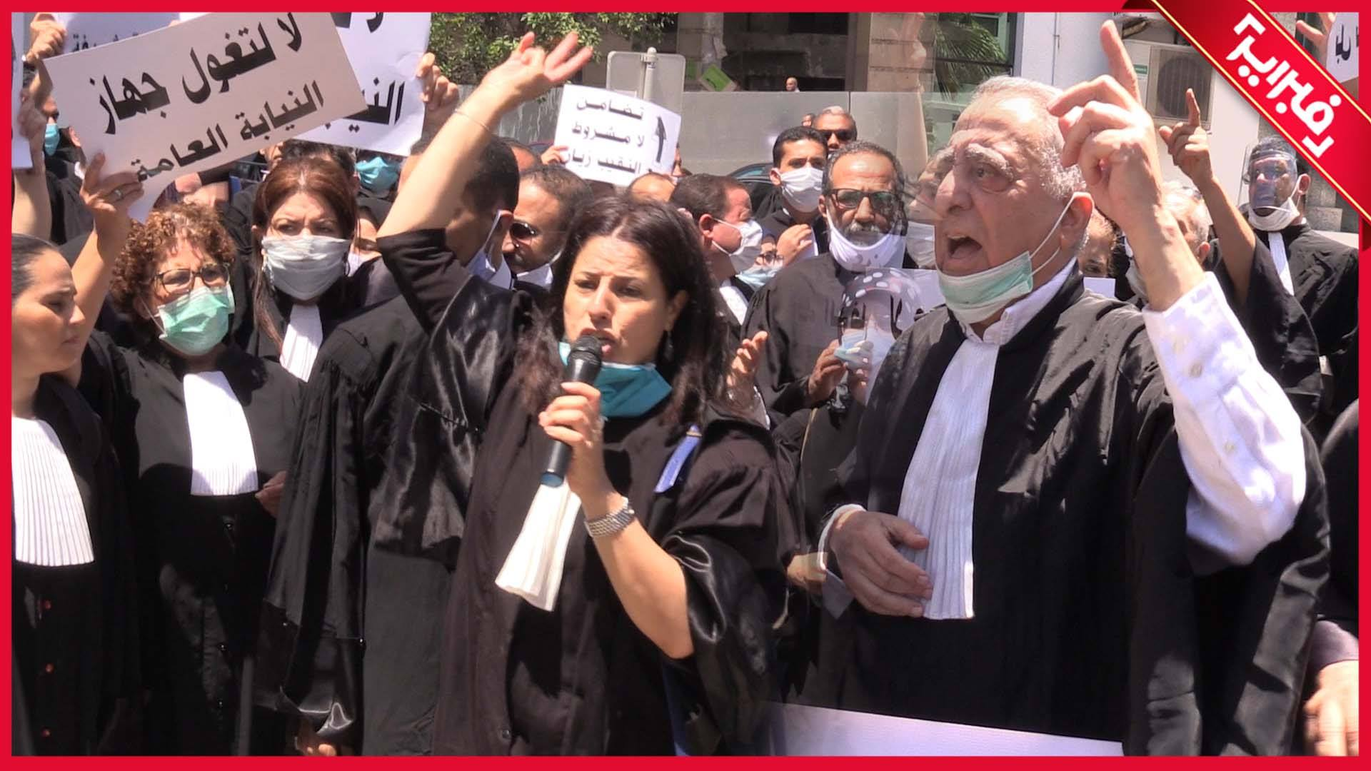 وقفة الغضب.. محامون يحتجون بالرباط: لا لتغول النيابة العامة