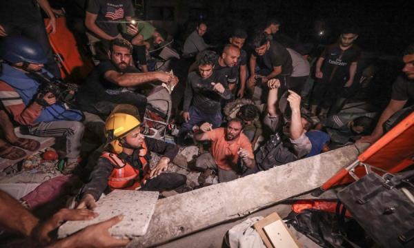 قصف إسرائيلي عشوائي يدمر حيا سكنيا ويتسبب في استشهاد 26 شخصا جلهم أطفال ونساء