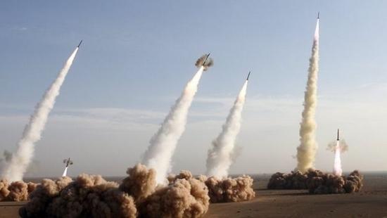 إيران تقصف مصانع عسكرية بإسرائيل