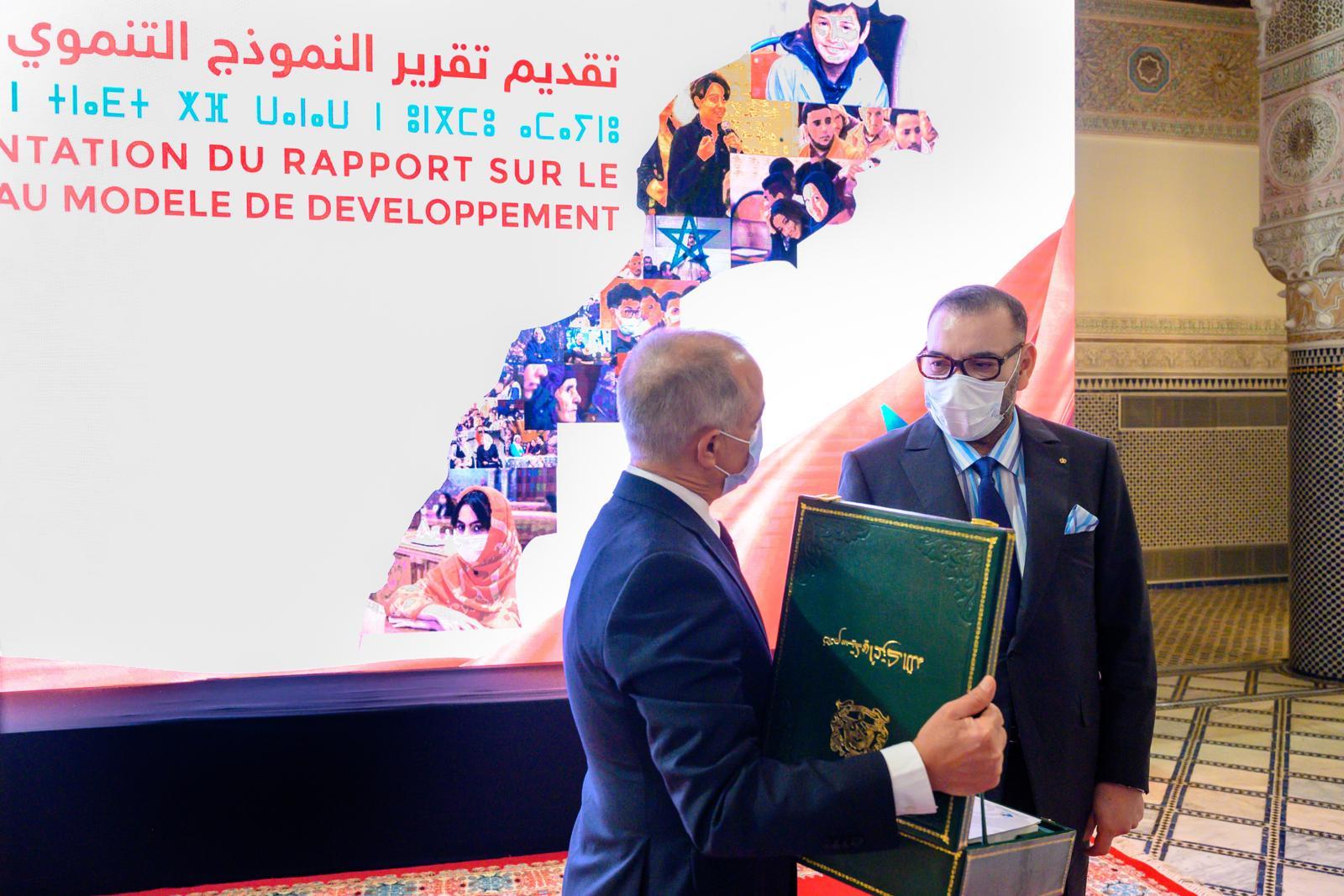 جلالة الملك محمد السادس يترأس بالقصر الملكي بفاس مراسيم التقرير العام الذي أعدته اللجنة الخاصة بالنموذج التنموي