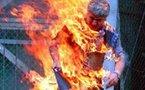 طالب جامعي وثلاث عمال يضرمون النار في أجسادهم