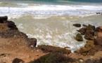 التلوث البيئي يهدد مدينة اسفي ...نفايات سائلة تختلط بمياه البحر..فيديو