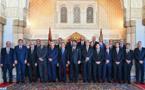 جلالة الملك يستقبل رئيس الحكومة وأعضاء الحكومة في صيغتها الجديدة بعد إعادة هيكلتها
