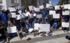 المعطلون يحتجون على أمام البرلمان و هم حفاة الأقدام