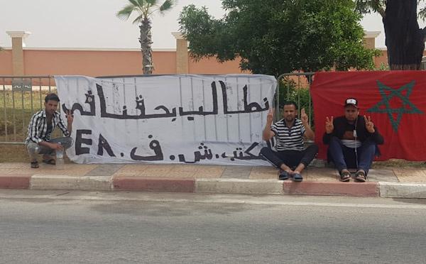احتجاجات أبناء منطقة الرحامنة مستمرة أمام عمالة إقليم الرحامنة